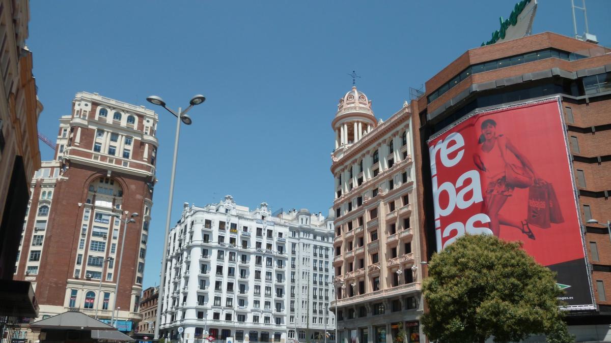 Actrices Porno En Madrid En Plena Calle madrid 'justifica' la grabación de un vídeo porno en la