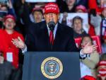 El presidente Donald J. Trump en un acto de campaña en el aeropuerto Richard B. Russell de Roma, Georgia