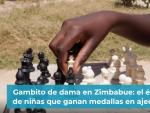 Gambito de dama en Zimbabue: el éxito de niñas que ganan medallas en ajedrez.