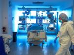 Personal médico de una UCI en el Hospital Puerta de Hierro de Madrid.