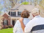 Fotografía de dos jubilados. ¿Es vivir de alquiler en la jubilación una buena opción?