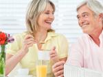 Fotografía de dos jubilados que accedieron a la jubilación anticipada. Los jubilados españoles antes de los 65 tienen una pensión más alta que la media.