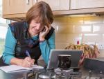 Fotografía de una trabajadora autónoma. Los autónomos pueden modificar sus bases de cotización para la jubilación.