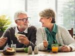 Fotografía de dos jubilados. El periodo mínimo de cotización para cobrar una pensión es de 15 años, pero hay excepciones.