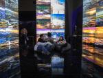 Un grupo de personas disfruta de una exposición en el Museo de Arte Contemporáneo de Pekín