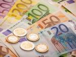 Fotografía de dinero. El interés compuesto permite invertir y ganar mucho dinero a largo plazo.
