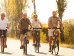 Fotografía de varios jubilados. Para acceder a la jubilación anticipada es recomendable ahorrar mucho dinero.