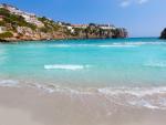 Fotografía de una cala en Porter (Menorca).