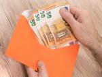Dinero, euros, sobre dinero, recibir dinero