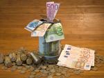 Fotografía de dinero ahorrado en casa.