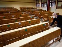 Một lớp học trống của Khoa Khoa học ở Granada, nơi Junta de Andalucía đã quyết định đình chỉ tất cả các lớp học trực tiếp trong mười ngày để ngăn chặn sự lây lan của coronavirus.