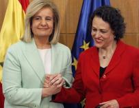 Image of the transfer of portfolio from Fátima Báñez (PP) to Magdalena Valerio (PSOE)