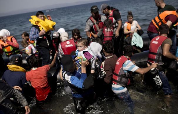Muere un niño de un año que viajaba en una patera frente a la isla de Lesbos
