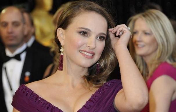 Un político republicano critica a Natalie Portman por su embarazo sin estar casada