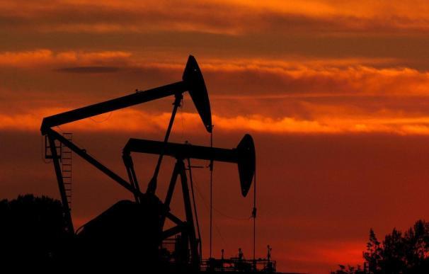 El petróleo de Texas cierra por encima de los 100 dólares por barril