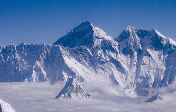 Investigan si el terremoto de Nepal cambió la altura del Everest.