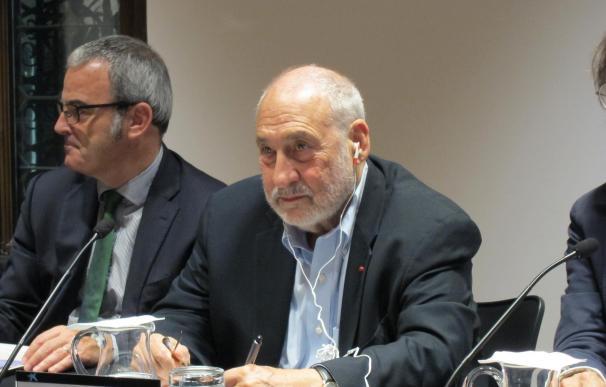 Stiglitz ve incompatibles los ajustes que Bruselas pide a España con el crecimiento del país