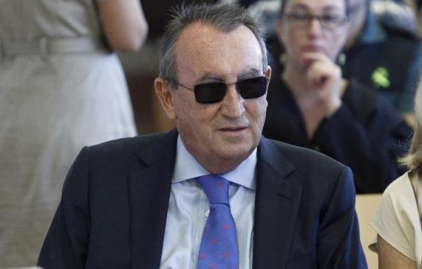 La Audiencia de Castellón suspende la entrada en prisión de Carlos Fabra mientras se tramita el indulto