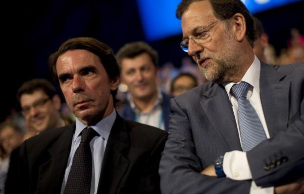 El expresidente José María Aznar y Mariano Rajoy, juntos en una Convención del PP EFE