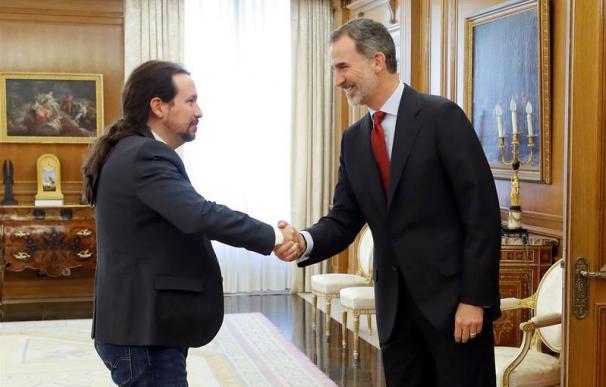 Pablo Iglesias con el rey Felipe VI