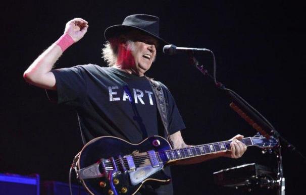El cantante Neil Young, durante un concierto