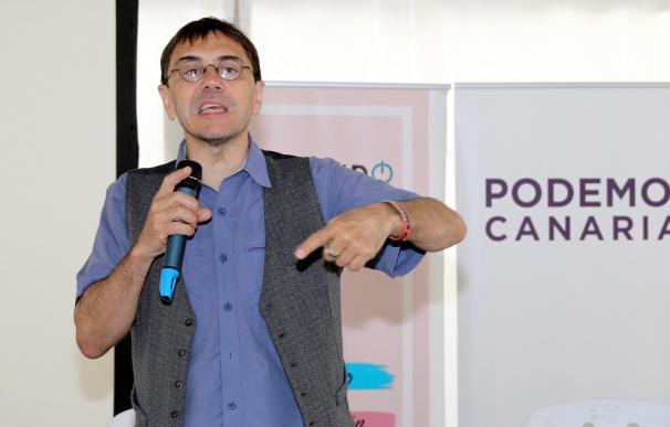 """El cofundador de Podemos, Juan Carlos Monedero, durante su intervención hoy en el encuentro con militantes """"Activando 2019"""" que este partido ha celebrado en Las Palmas de Gran Canaria. EFE/Elvira Urquijo A."""