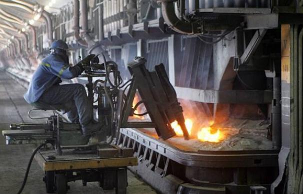 La gran industria demanda medidas para abaratar la factura eléctrica.