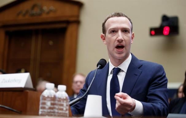 El fundador de Facebook, Mark Zuckerberg, durante su comparecencia ante el comité de Energía y Comercio en Washington (EFE).