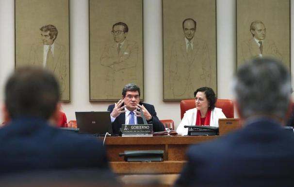 José Luis Escrivá junto a Magdalena Valerio