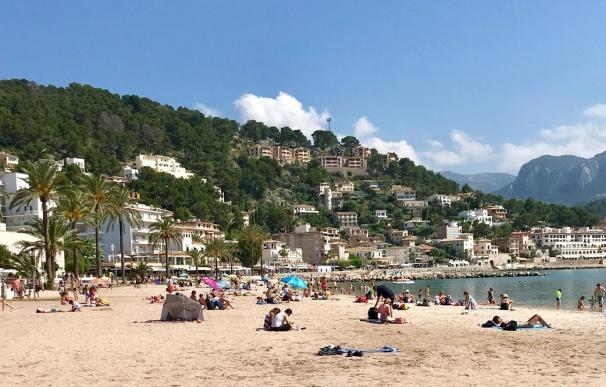 Puerto de Sóller, turismo, turistas, playa, Mallorca, verano, vacaciones