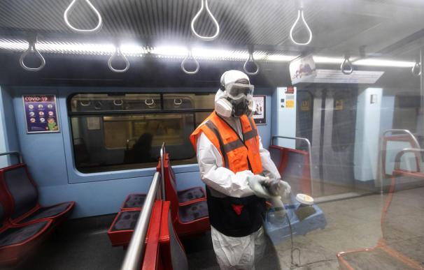 Desinfección por el coronavirus en el metro de Lisboa