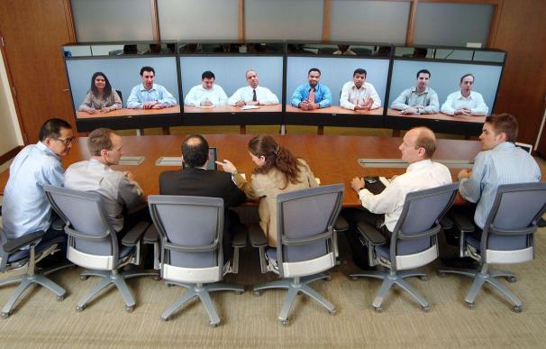 Fotografía de una videollamada grupal. Apps como Facebook Messenger, Skype o Zoom las permiten.