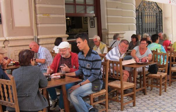 Turismo, turistas, cerveza, establecimiento, restaurante, tapas, terraza, bar,
