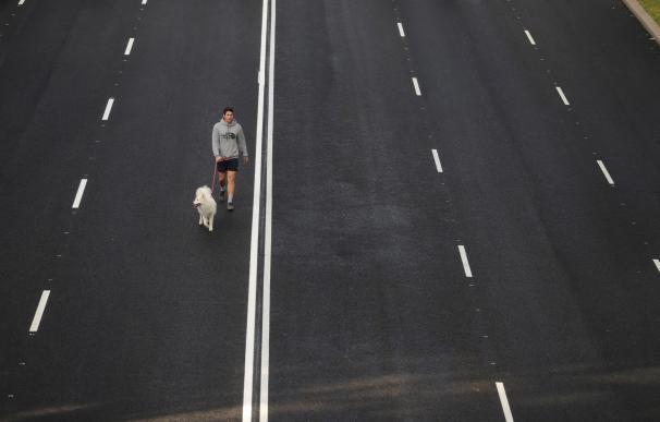 Imagen del Paseo de la Castellana de Madrid, cerrado al tráfico para facilitar la actividad deportiva