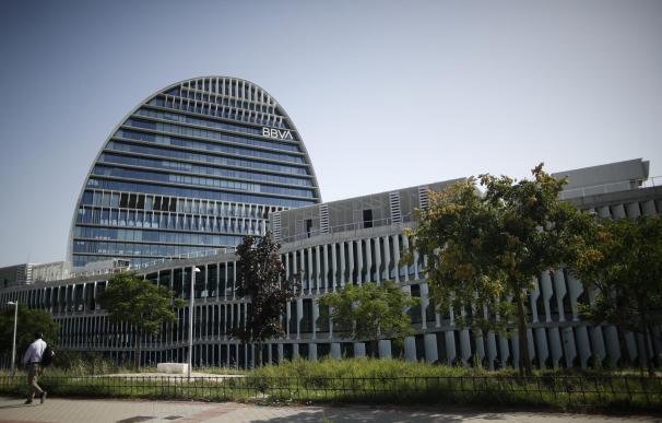 Fachada del edificio del 'La Vela', sede del BBVA en Madrid.