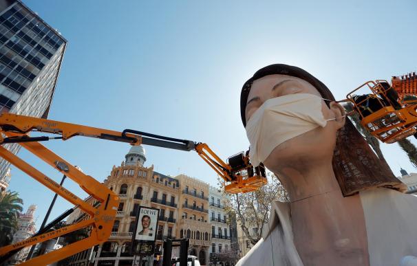 Valencia perderá más de 700 millones de euros tras aplazar las Fallas por el virus.