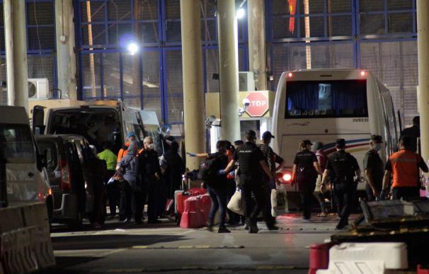 Imagen de la frontera entre Ceuta y Marruecos en la primera repatriación de inmigrantes desde la alarma
