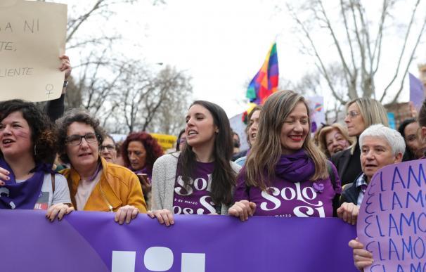 La ministra de Igualdad, Irene Montero (centro), en la manifestación del 8M (Día Internacional de la Mujer), en Madrid a 8 de marzo de 2020.