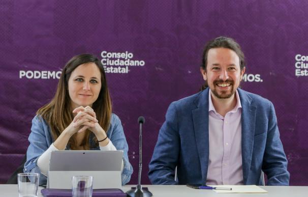 El secretario general de Podemos y vicepresidente de Derechos Sociales y Agenda 2030 del Gobierno, Pablo Iglesias, y la portavoz adjunta de Unidas Podemos en el Congreso, Ione Belarra