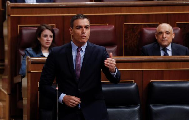 La bancada del Gobierno aplaude la defensa de Sánchez a Felipe González