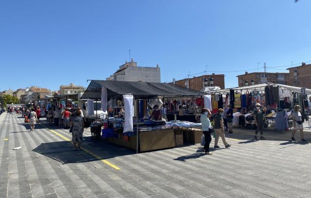 Mercadillo en Valencia, donde solo pueden trabajar el 50% Mercadillo municipal en Paterna 9/6/2020