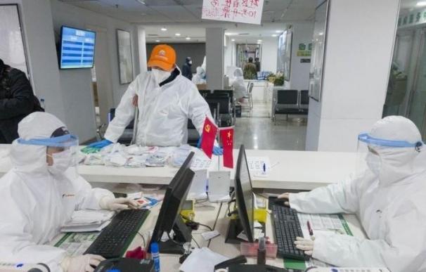 Coronavirus farmacia brote China ONLY FOR USE IN SPAIN Médicos en una farmacia de Wuhan, en la provincia de Hubei, en China central. 27 de febrero de 2020. (Foto de ARCHIVO) 27/2/2020 ONLY FOR USE IN SPAIN