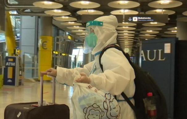 Uno de los turistas ataviado con su EPI.