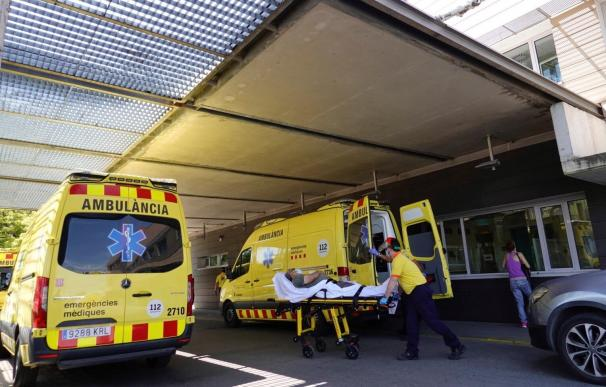 An ambulance arrives at Arnau Vilanova Hospital, in Lleida, Catalonia, Spain, 14 July 2020. Lleida is on the wait for regional Government's instructions a day after Catalan regional President, Quim Torra, refused to accept the court's decision that denies partial lockdown in the area of Segria in Lleida, Catalonia, and assured he will assume the consequences for acting in order to keep people's health at safety. A judge has denied the Catalan Government to order lockdown to Catalonia and rules that the regional Government must ask permission to the Spanish central Government in order to declare the state of alarm to be able to establish lockdown. EFE/ Alejandro Garcia