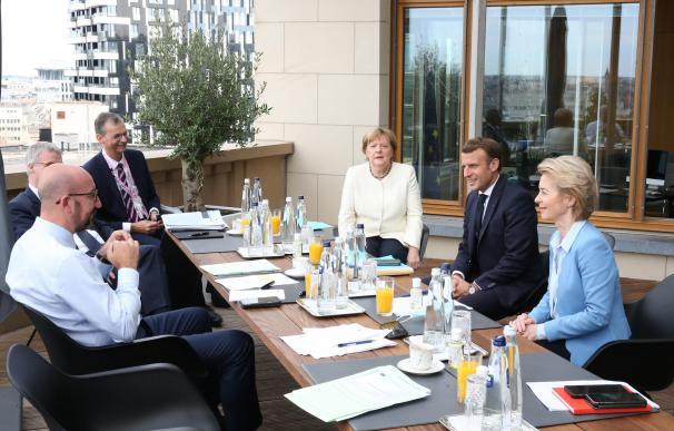 Angela Merkel junto a otros líderes europeos en la cumbre
