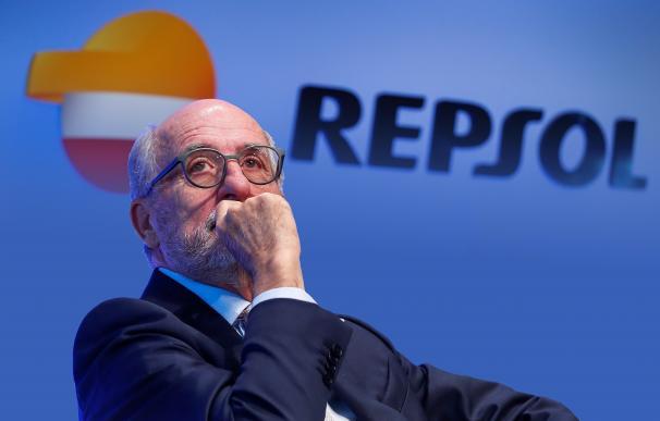Repsol afronta una reinvención forzada por el desplome acelerado del negocio