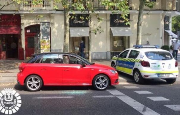 Rescatan bebé de un coche en Madrid
