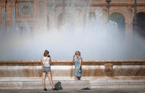 Protección Civil recomienda limitar las horas de exposición al sol durante estos días.