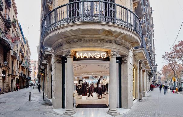 Tienda de Mango en Canuda, Barcelona.