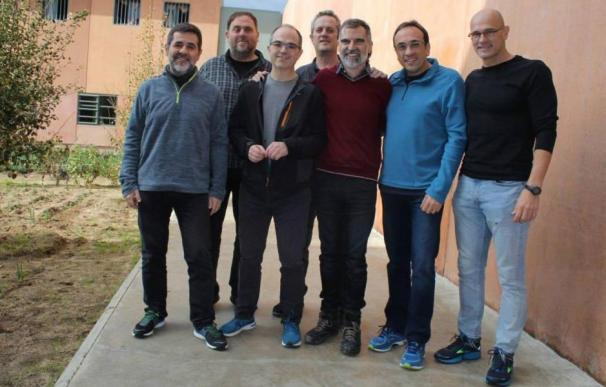 Varios de los condenados en el juicio del procés en una imagen tomada en prisión